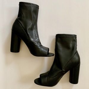 ‼️STEVE MADDEN‼️ FITTED OPEN TOE ANKLE BOOTIES‼️